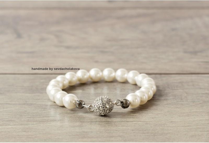 Pearl Bracelet. Swarovski Crystal White Pearl Bracelet. Rhinestone Magnet Clasp. Bridal Pearl Bracelet, Wedding Jewelry