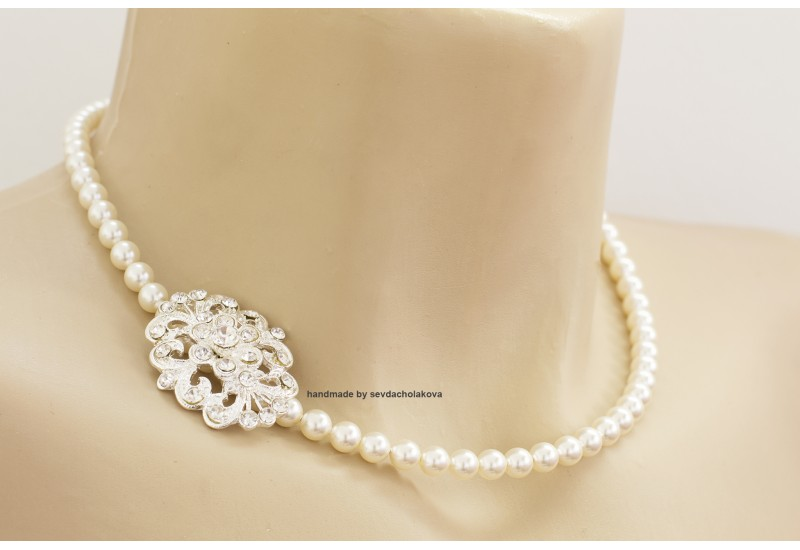 Pearl Necklace. Swarovski Crystal White Pearl Choker. Rhinestone Brooch