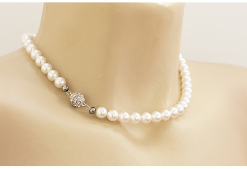 Pearl Necklace. Swarovski Crystal White Pearl Choker. Rhinestone Magnet Clasp
